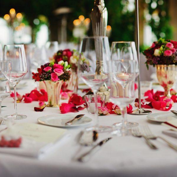dekorierte Tisch im Schloss